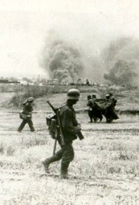 Группа немецких пехотинцев во время атаки - 1942 г.