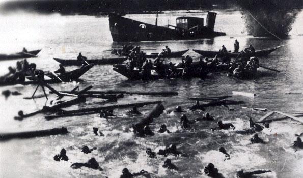 На переправе через Волгу в Сталинград - 1942 г.