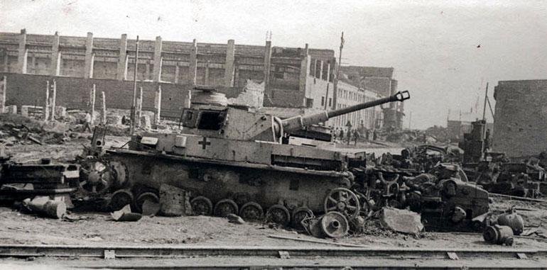Разбитая немецкая техника в районе тракторного завода - 1943 г.