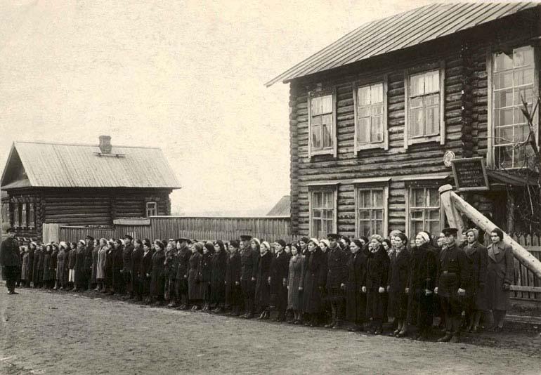 Курсы медицинских сестер перед отправкой на фронт - 1941 г.