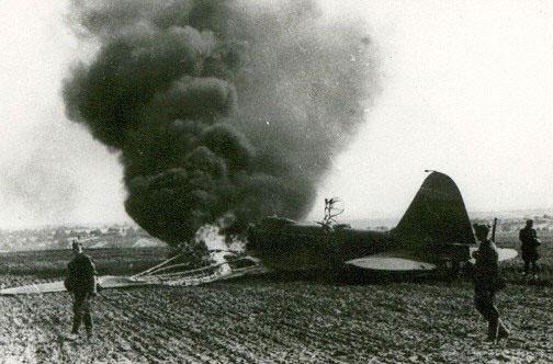 Вид горящего советского бомбардировщика - 1941