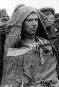 Советские военнопленные в пересыльном лагере - Октябрь 1941 г. (Фотосъемка министерства пропаганды III рейха)