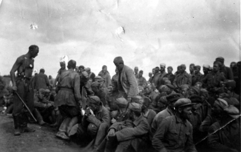 Лучшее средство убеждения для «русских свиней» – палка в руках немецкого солдата - 1941