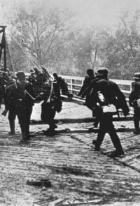 Войска фашистской Германии переходят пограничную реку - 22 июня 1941 г.